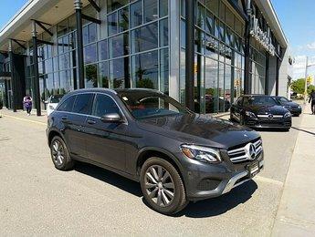 2016 Mercedes-Benz GLC300 Premium package, Sunroof, Heated steering