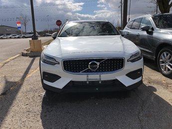 2019 Volvo V60 Cross Country T5 Momentum