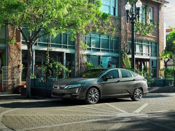 Laugh at oil companies with the 2018 Honda Clarity