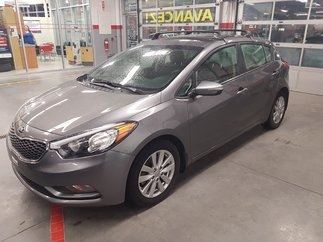Kia Forte 5-Door LX coupe 2016