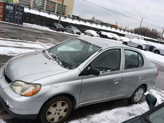 2002 Toyota Echo POUR PIECES / FOR PARTS