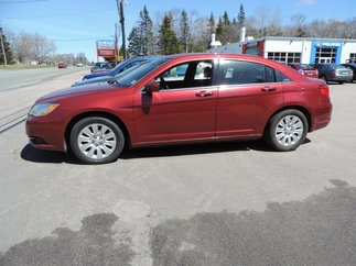 2013 Chrysler 200 LX $93 BI-WEEKLY