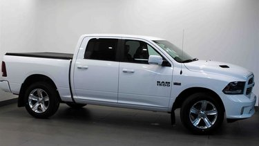 Ram 1500 Crew Cab 4x4 Sport Leather, Alpine Sound, Rear Camera
