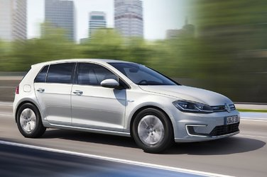 The 2017 Volkswagen e-Golf will be available at VW Lauzon Blainville in June 2017!