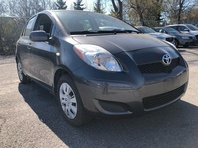 2010 Toyota Yaris LOM KM GREAT GAS MILEAGE SUMMERS AND WINTERS