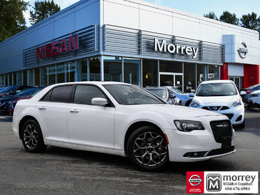 2016 Chrysler 300 S AWD * Heated Leather Seats, Backup Camera, Navi!
