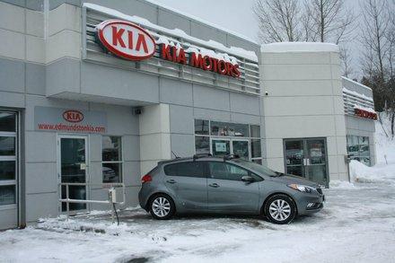 Kia Forte 5-Door  Toit ouvrant-pneus neufs-un seul propriétaire.. 2016