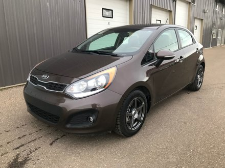 2013 Kia Rio SX **LEATHER-SUNROOF-BACKUP CAM!!**