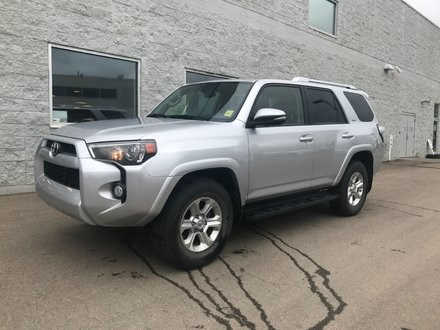 2015 Toyota 4Runner SR5 | LEATHER | NAVIGATION | SUNROOF |