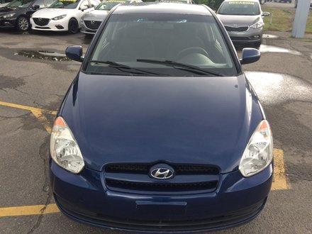 2011 Hyundai Accent L manuel 5 vitesse tres propre