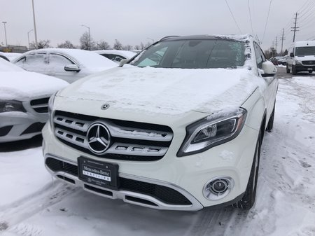 2018 Mercedes-Benz GLA250 Premium Package, Panoramic sunroof, Navigation