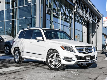 2015 Mercedes-Benz GLK250 Trailor hitch, Navigation, Panoramic sunroof