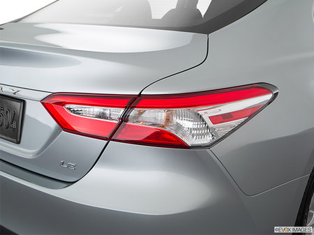 Toyota Camry LE 2018 - photo 2