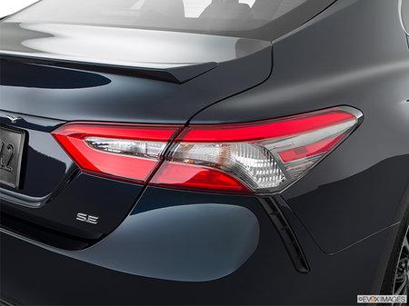 Toyota Camry SE 2018 - photo 2