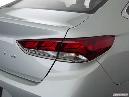 Hyundai Sonata Essential with Sport package 2019 - photo 4