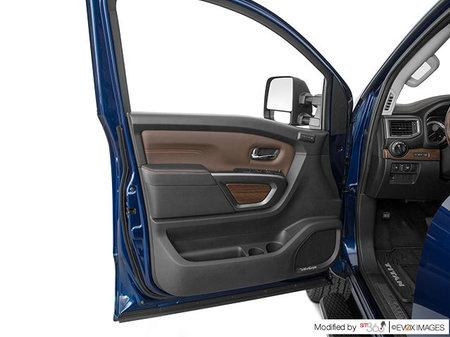Nissan Titan XD Gas PLATINUM 2019 - photo 2