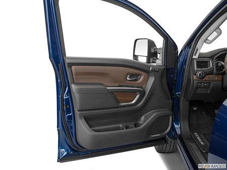 Nissan Titan PLATINUM RESERVE 2019 - photo 2