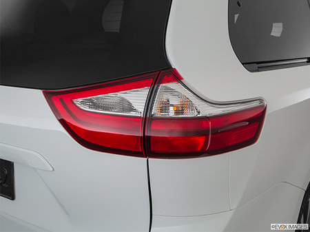 Toyota Sienna LE AWD V6 7-PASS 8A 2019 - photo 1