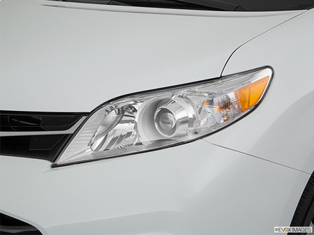 Toyota Sienna LE V6 8-PASS 8A 2019 - photo 1