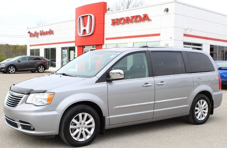 2016 Chrysler Town U0026 Country Limited