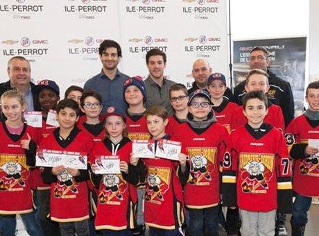 Max Pacioretty et Andrew Shaw recontrent les jeunes de 9 équipes de hockey mineur de la région!