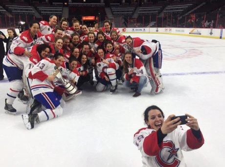 Marie-Philip Poulin et son équipe, les Canadiennes de Montréal, remportent la Coupe Clarkson