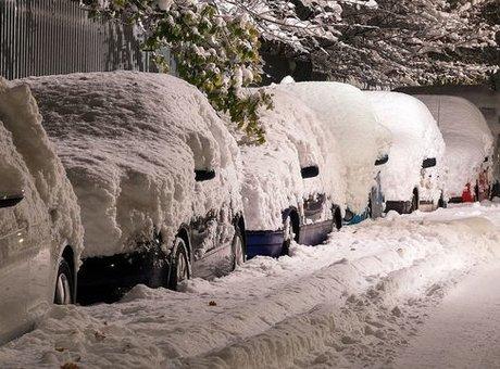 Pouvez-vous recevoir une contravention pour une plaque cachée par la neige quand votre voiture est stationnée?