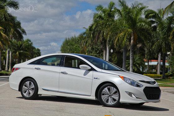 Hyundai présente les versions hybrides de la Sonata à Toronto