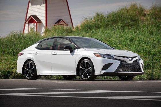 Honda Insight hybride 2019 vs Toyota Camry 2019 à Longueuil