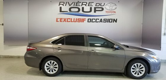 2015 Toyota Camry LE (1/20)