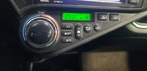 2014 Toyota Prius C (13/21)