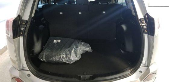 2016 Toyota RAV4 XLE (18/23)