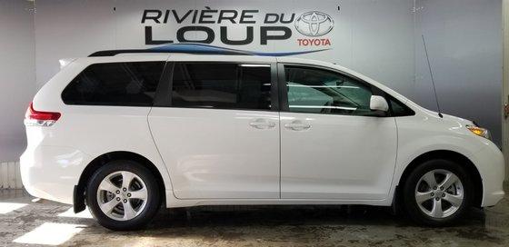 Toyota Sienna LE 2011 (3/23)