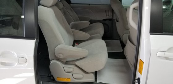 Toyota Sienna LE 2011 (19/23)
