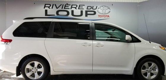 Toyota Sienna LE 2011 (1/23)