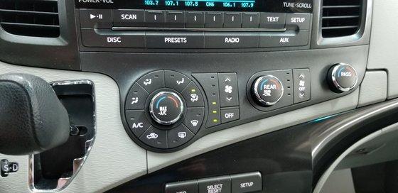 Toyota Sienna LE 2011 (9/23)