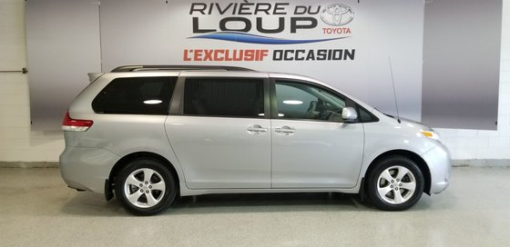 2012 Toyota Sienna LE (1/16)
