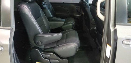 2015 Toyota Sienna SE (23/26)