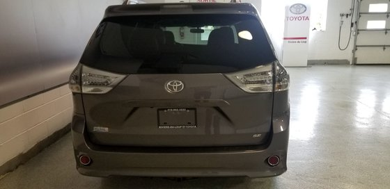 2015 Toyota Sienna SE (3/26)