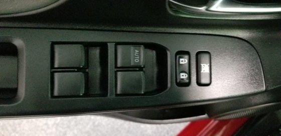 Toyota Yaris LE 2015 (12/18)