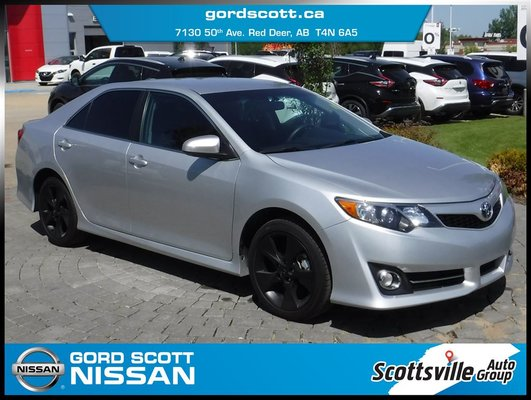 "2014 Toyota Camry SE, Cloth, Cruise, 18"" Alloys, Smart Key"