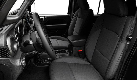 Intérieur noir avec sièges baquets en tissu noir (A7X9)
