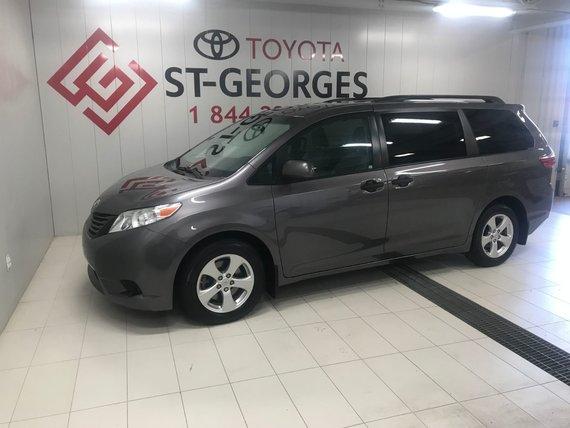 Toyota Sienna BASE 2016