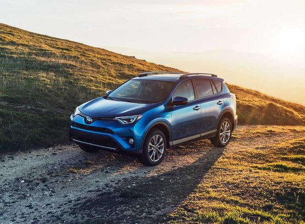 Alaska Highway in the Yukon, an exceptional road trip to do with the 2016 Toyota RAV4!