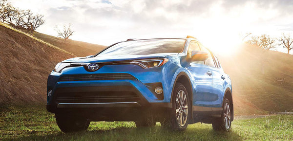 le toyota rav4 hybride 2017 remporte le titre du v hicule utilitaire canadien cologique de l. Black Bedroom Furniture Sets. Home Design Ideas