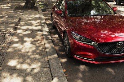 Présentation de la version repensée et améliorée de la Mazda6 au Salon de l'auto de Los Angeles