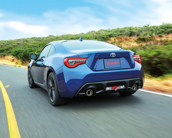 For a true sports car, discover the 2018 Toyota 86!