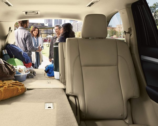 The 2018 Toyota Highlander, the new tool for adventurers!