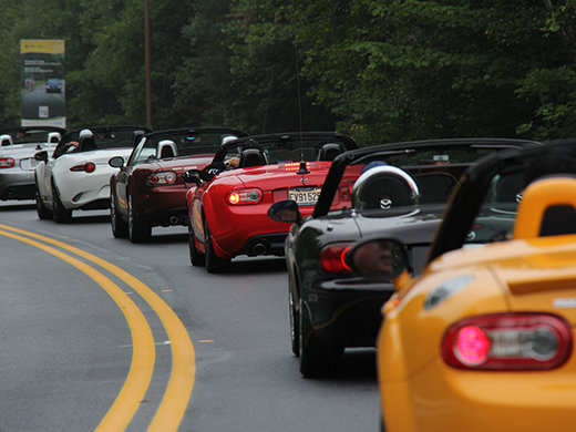 Impressionnant défilé de Mazda Miata et MX-5 à Shawinigan!