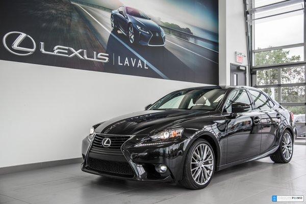 Lexus IS 300 Navigation-Taux a compter de 1.9%. 2016